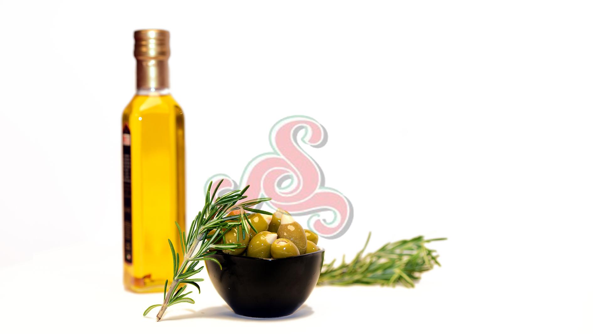 Mit Mandeln  gefüllte griechische grüne Oliven